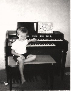 Lee at keyboard 001